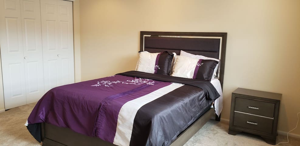 Private bedroom in Morristown 45 minutes from NYC