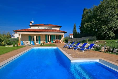 Villa Lara Rovinj with heated pool - Rovinjsko Selo