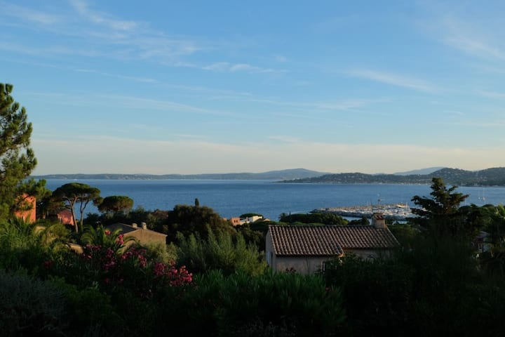 Swimming pool villa with view on St Tropez Bay