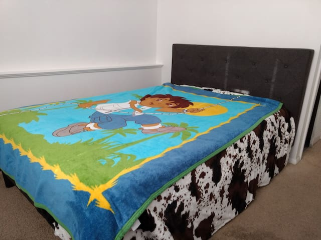 Private Full Bed, Near UTMC, Monthly term only