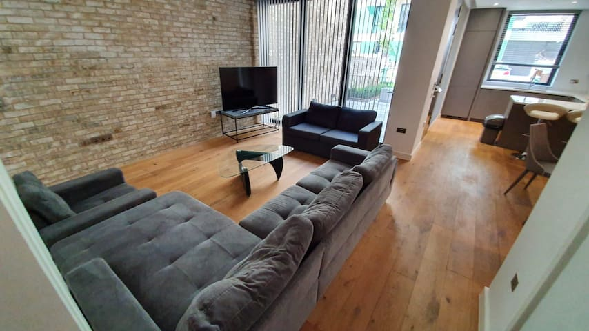 Luxury Apartment Minutes from  London's O2 & Excel