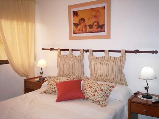 Luminoso y acogedor dormitorio