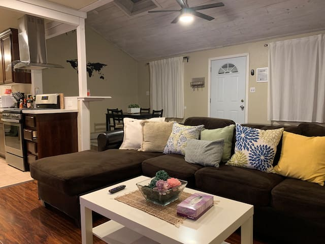 Pet Friendly Home Safety Sleeps 8 in Sacto's Hub