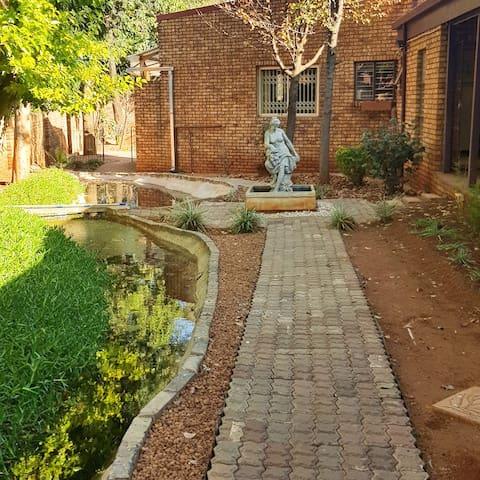 Garden Court  Guest House- Family Suite