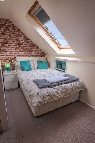 Fantastic loft room in York. Close to uni. Parking