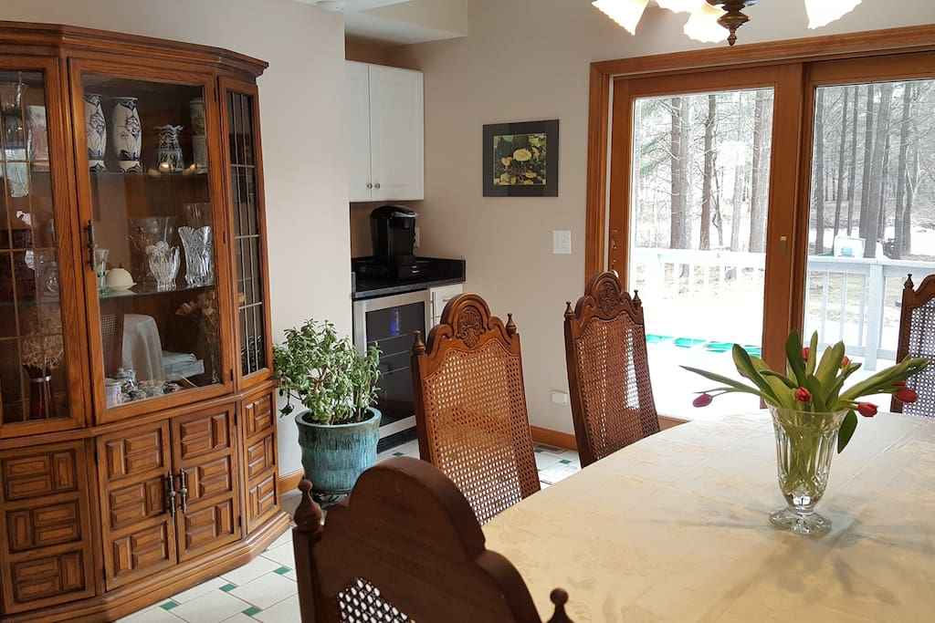 dinning room/small beverage counter and wine cooker