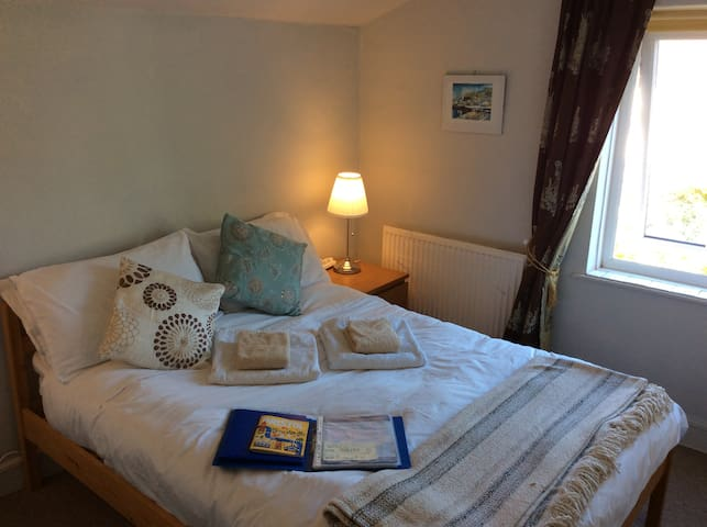Lovely quiet, clean, cosy room, Double Bed, tv