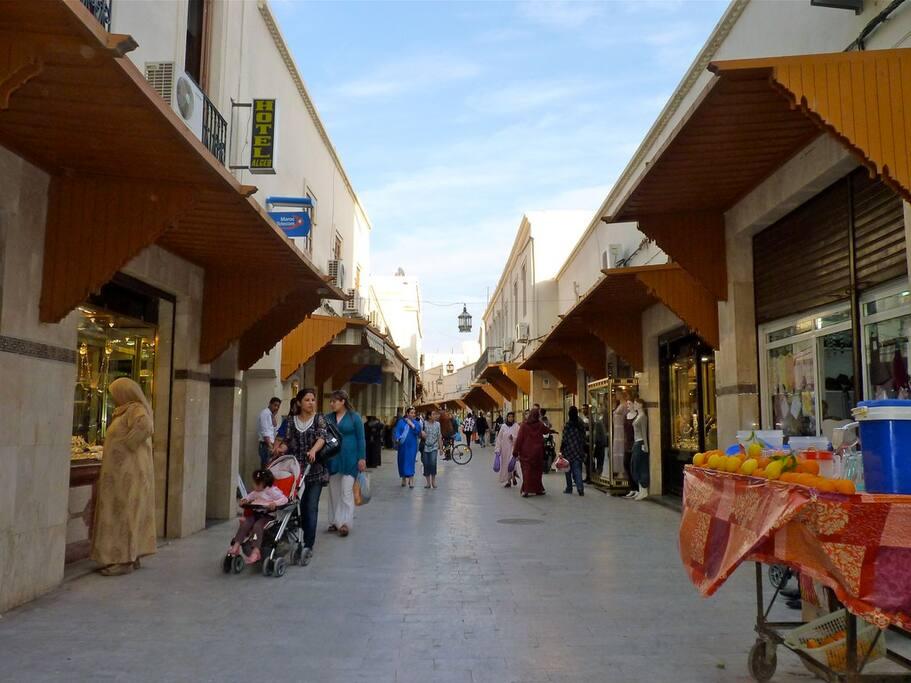 le centre ville d'oujda est coloré et accueillant