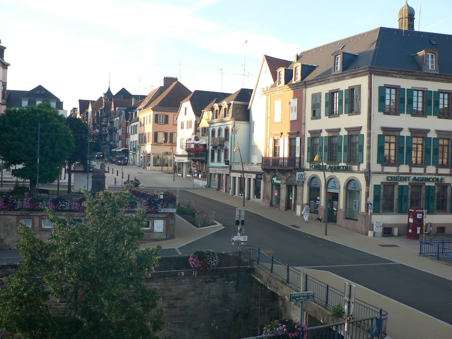 vue sur l'écluse et le centre ville
