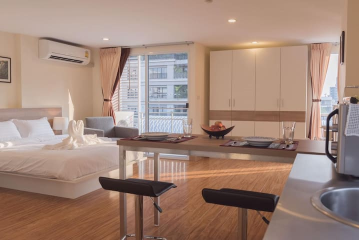 Full Service Apartment (5 mins to Emquartier/BTS)