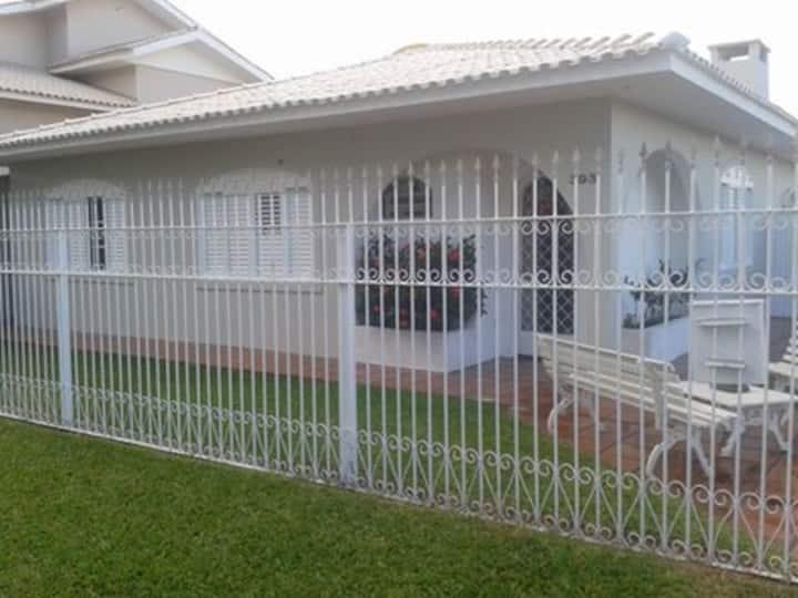 casa LOCALIZADA EM BAIRRO NOBRE.
