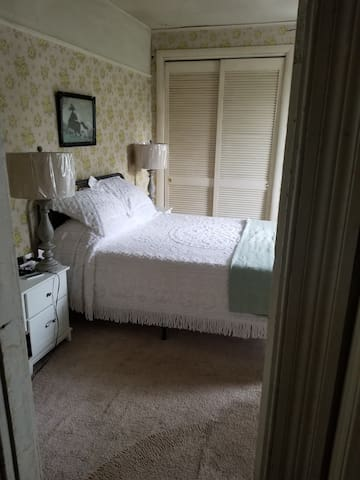 The front room is decorated in classic farmhouse style. It is clean, the bed is comfortable and the room is cool.