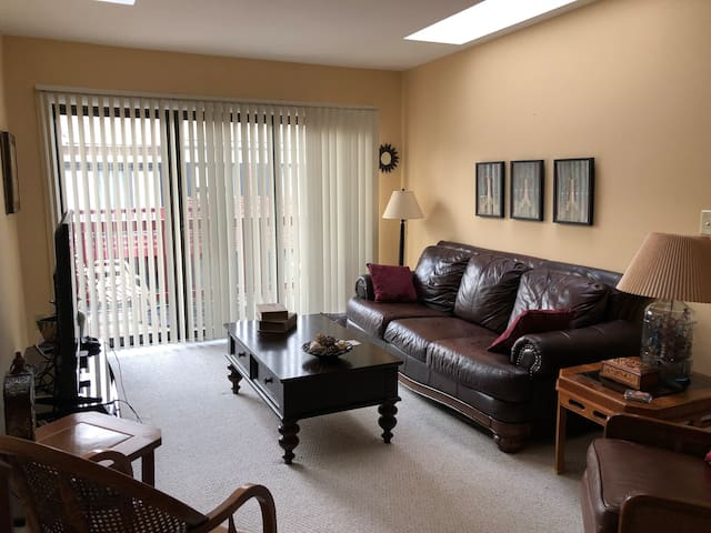 Private BR convenient to Old Town & King St Metro
