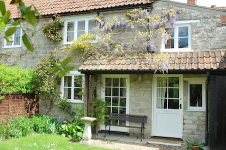 Owl Cottage- Affordable Charm and Great Location!