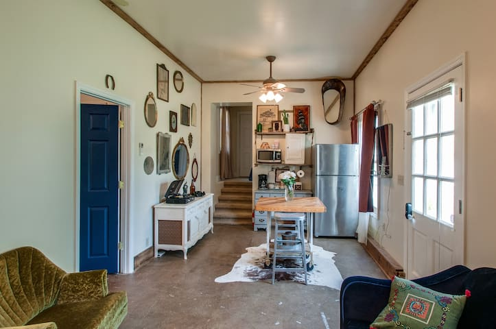 Pearls Place- Stylish Hideaway-minutes to downtown