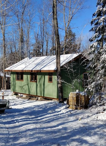 Proudfoot: An Off Grid Cabin North of Huntsville