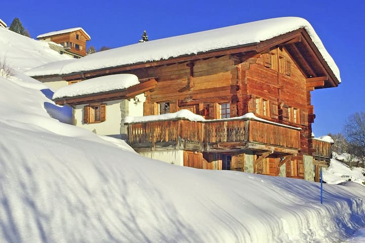 Hilltop Chalet near Ski Area in Hérémence