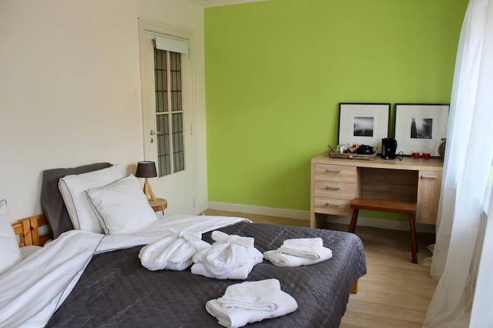 Charming Room 2p (€22/night/pp) - near Bruges