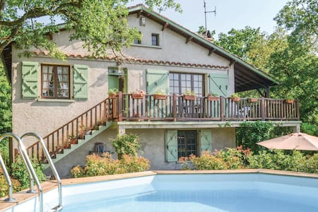 Holiday cottage with 2 bedrooms on 90m² in Saujac