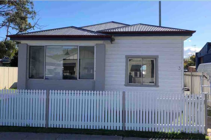Cosy Family Home, Mayfield