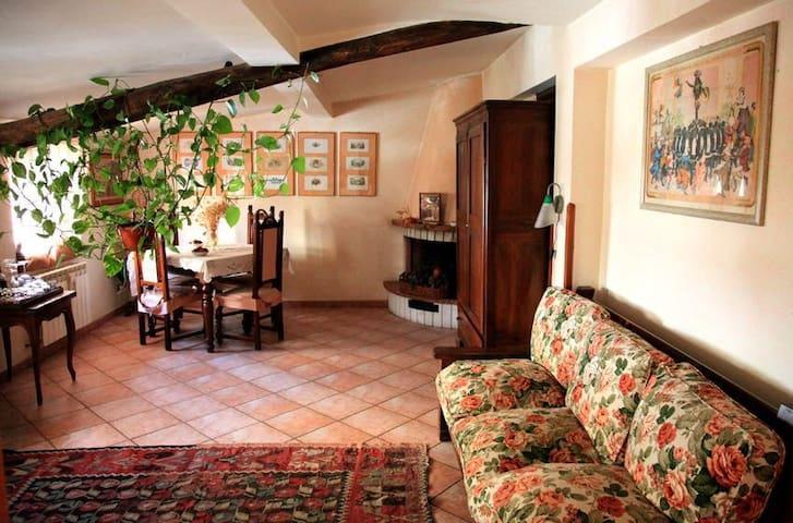 Grazioso appartamento in mansarda ben arredato