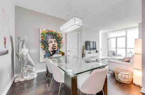 All White Luxury 2BR&2BA Condo located By SQ1