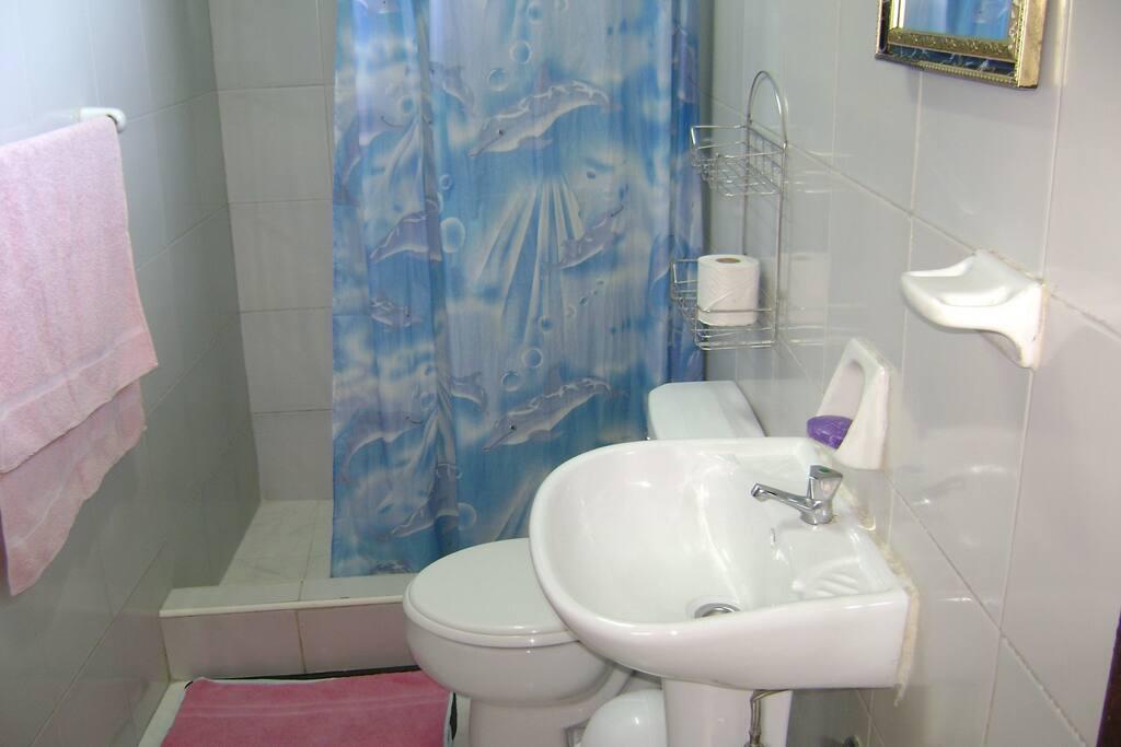 Baño privado con agua fria y caliente