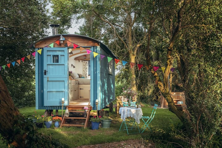 Free Range Escapes' Bluebell shepherd's hut