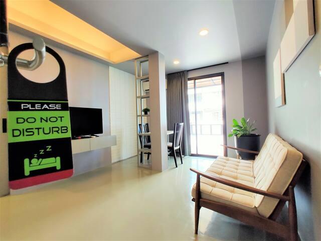 Vibrant Silom Terrace Studio - 2 Min Walk to BTS