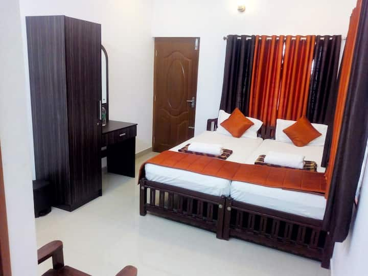 i- One's HOMESTAY STANDARD DOUBLE ROOM WITH FAN-2