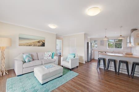 Beautiful Coastal Apartment - 5mins walk to beach - Apartment