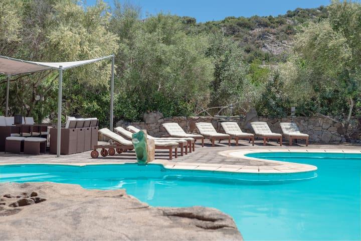 Casa con giardino, piscina, terrazza, Wi-Fi e aria condizionata