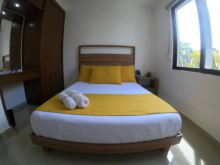 Private & comfortable room + pool + location