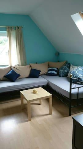 Herzlich Willkommen im Wohnzimmer mit der großen Eck-Schlafcouch