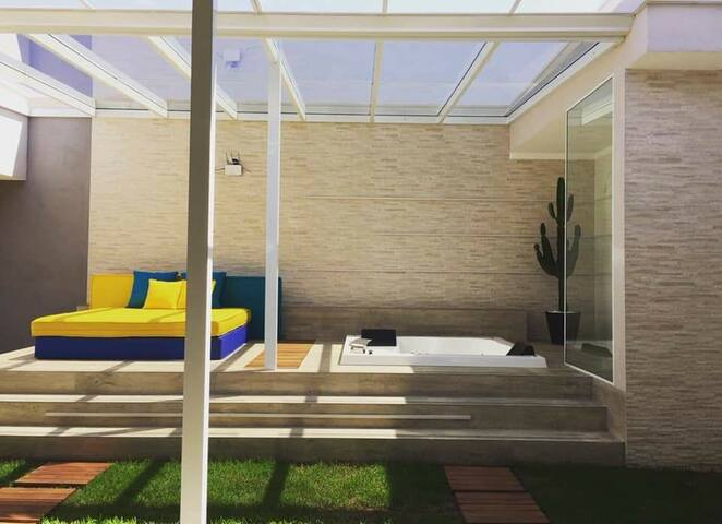 Casa nova e moderna com SPA em Holambra