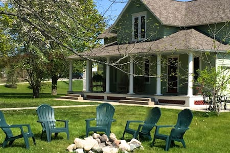 Mosier Cottage: Home away from home - Lake Leelanau