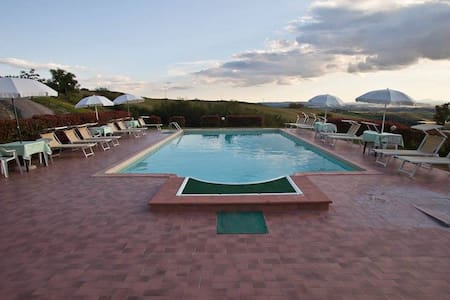 """""""Il Sole"""" apartment with pool - Asciano - Bed & Breakfast"""