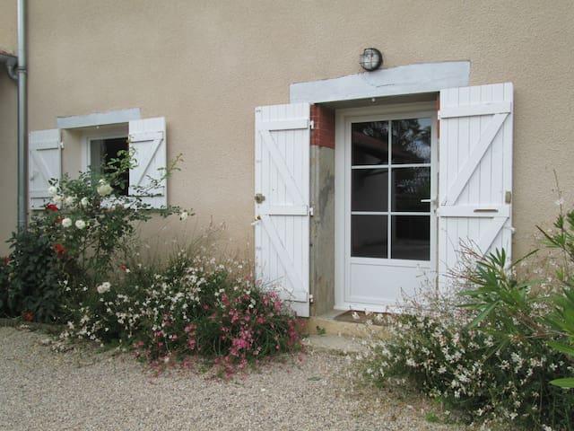 Belle et grande maison de campagne - Monthieux - Casa