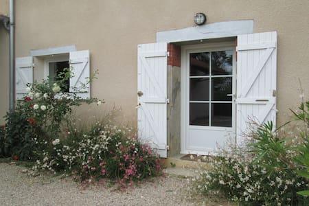 Belle et grande maison de campagne - Monthieux