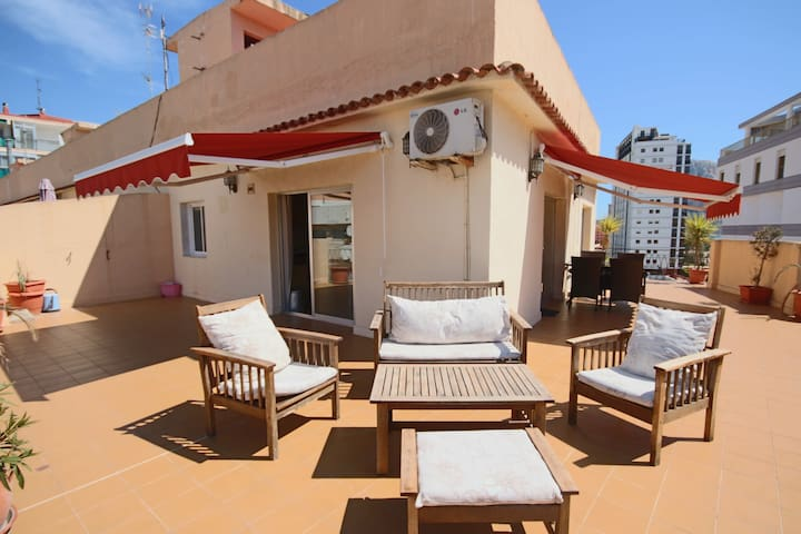 Sunny Penthouse w/Sea Views  85m2 Roof Terrace w/ BBQ - 100 m to the Beach - Calp