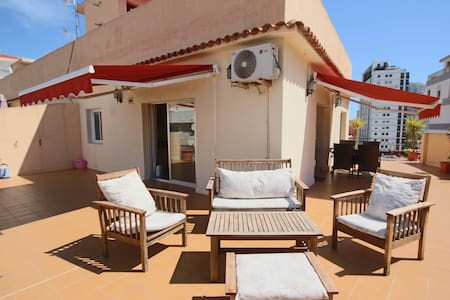 Sunny Penthouse w/Sea Views  85m2 Roof Terrace w/ BBQ - 100 m to the Beach - Калп - Квартира