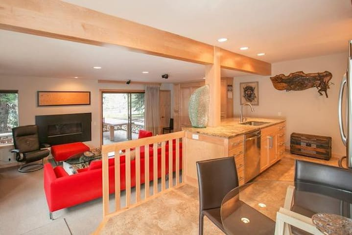 Upscale one bedroom Sun Valley Condo