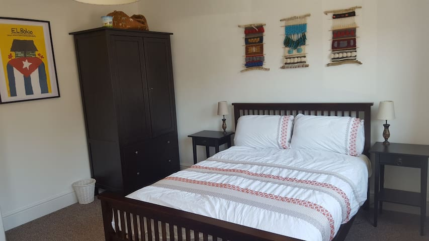 Bright spacious room in lovely house in Folkestone