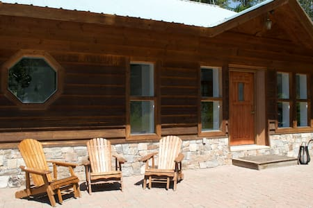 Cozy house 2 miles from Glacier National Park. - West Glacier - Huis