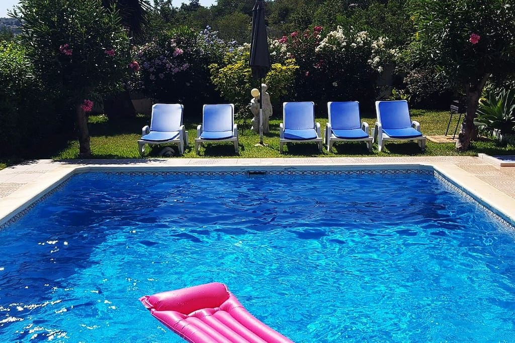 Relaxing holiday home with garden and pool houses for for Pool garden outlet