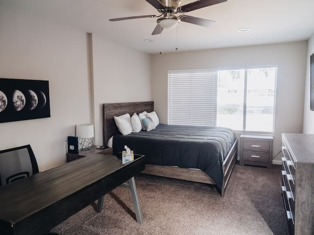 GUEST SUITE W/KING SIZE BED IN CENTRAL PHOENIX