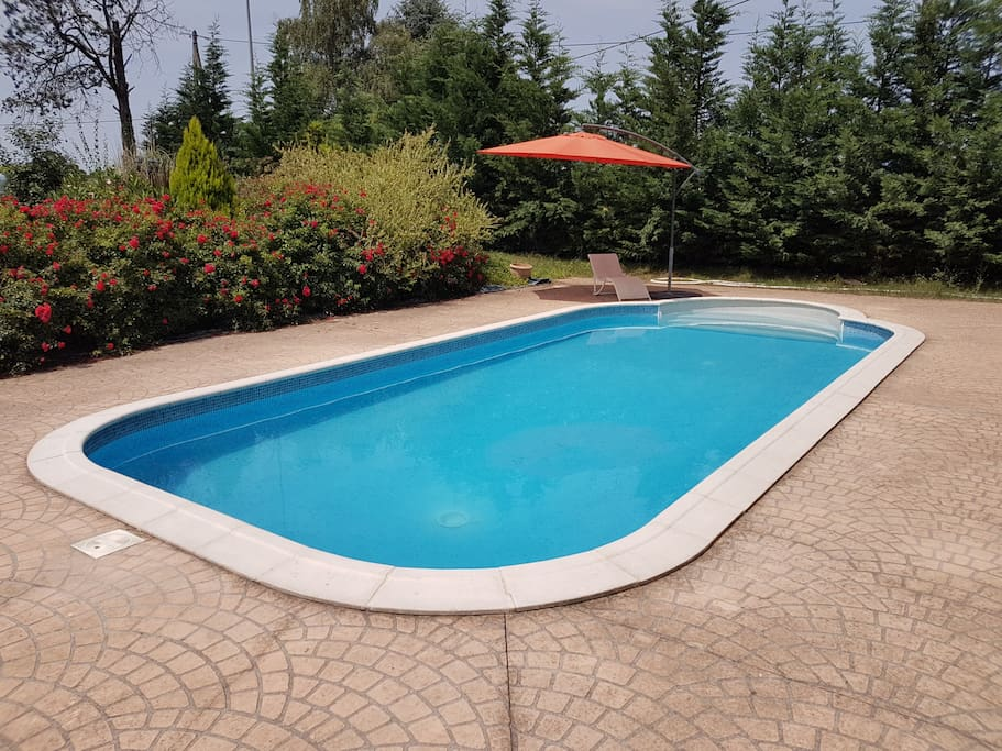 Villa avec piscine et jardin clotur houses for rent in for Cash piscine oloron