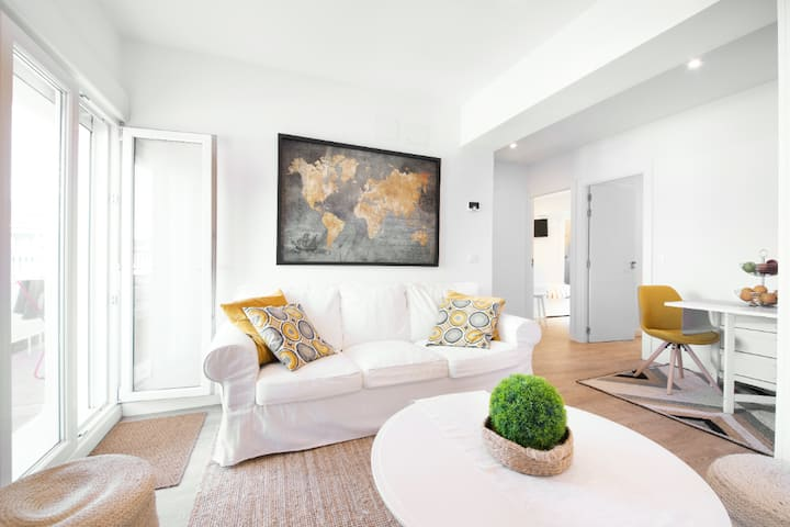 Bright remodeled penthouse with panoramic view