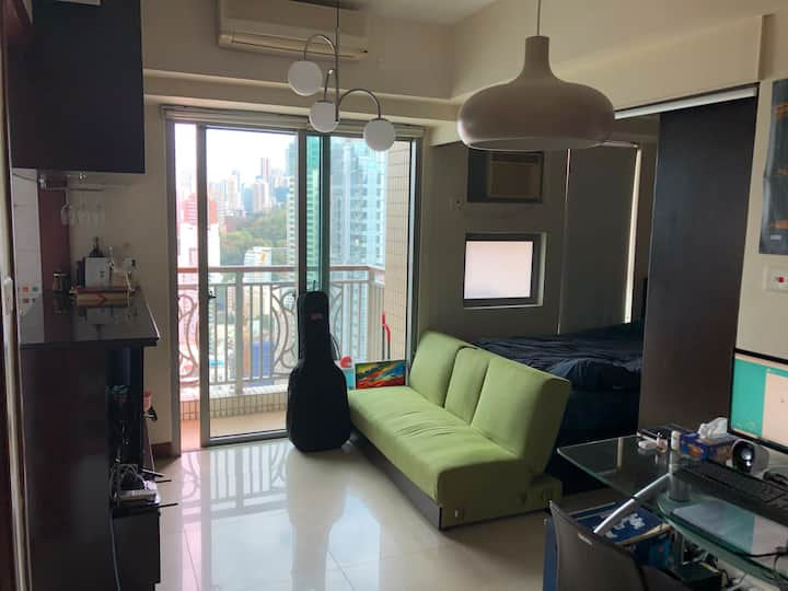High level sea view open apartment (高層海景開放式單位)