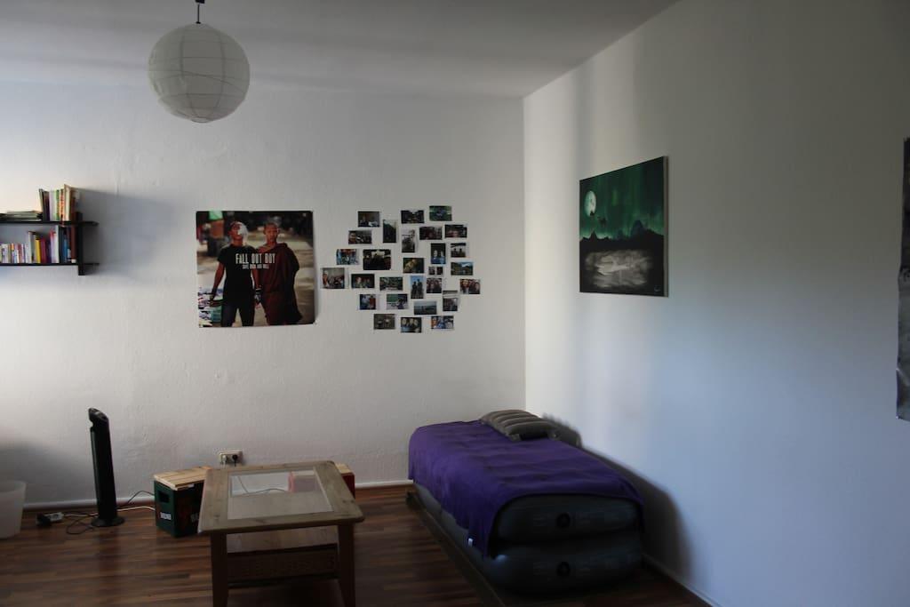 Schlaf-/ Wohnzimmer Foto 2